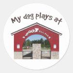 Mis juegos del perro en el parque del Pac del Pegatina Redonda