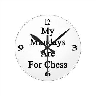 Mis lunes están para el ajedrez reloj redondo mediano