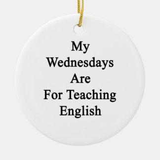 Mis miércoles están para el inglés de enseñanza adorno navideño redondo de cerámica