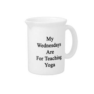 Mis miércoles están para la yoga de enseñanza jarra de beber