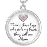 Mis muchachos robaron mi collar de la mamá del cor