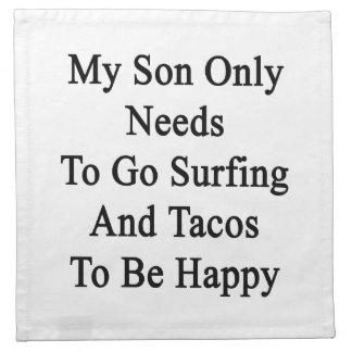 Mis necesidades del hijo solamente de ir a servilletas