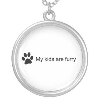 Mis niños son (collar peludo de la pata del gato) collar plateado