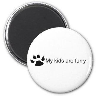 Mis niños son (imán peludo de la pata del perro) imán redondo 5 cm