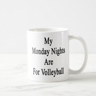 Mis noches de lunes están para el voleibol taza