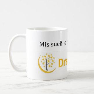 Mis sueños están en la nube coffee mug