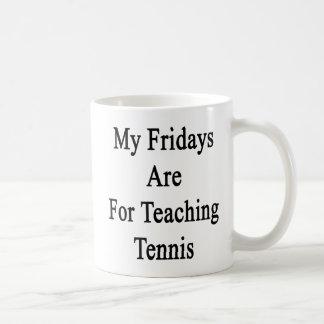 Mis viernes están para el tenis de enseñanza taza de café