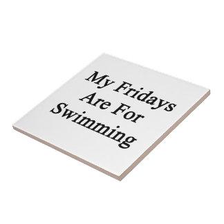 Mis viernes están para nadar azulejo cuadrado pequeño