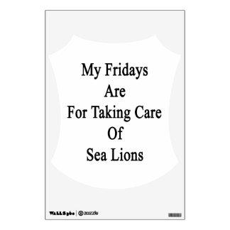 Mis viernes están para tomar el cuidado de leones vinilo adhesivo