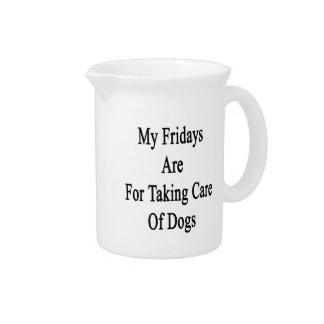 Mis viernes están para tomar el cuidado de perros jarras de beber