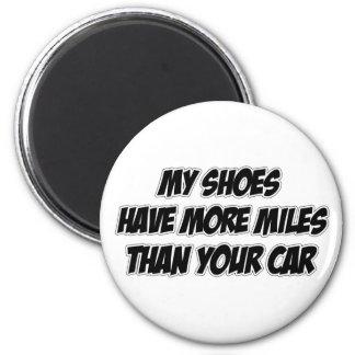Mis zapatos tienen más millas que su coche imán redondo 5 cm
