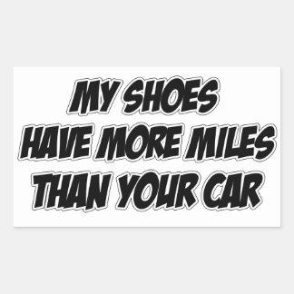 Mis zapatos tienen más millas que su coche rectangular pegatina