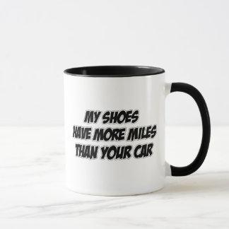 Mis zapatos tienen más millas que su coche taza