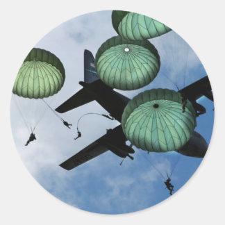 Misión total del salto, paracaídas, ejército pegatinas redondas