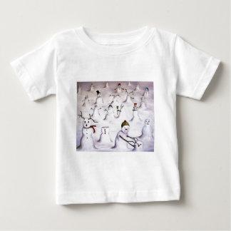 Misterio revelador en la colina del muñeco de camisas