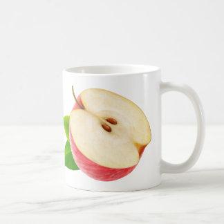 Mitad de la manzana roja taza clásica