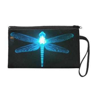 Mitón azul de la libélula que brilla intensamente