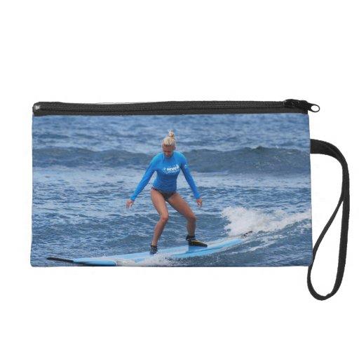 Mitón de la persona que practica surf del chica