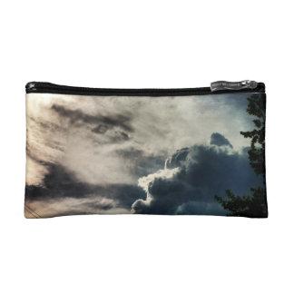 Mitón gris oscuro de las nubes
