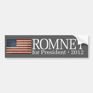 Mitt Romney con la bandera de los E.E.U.U. Pegatina De Parachoque