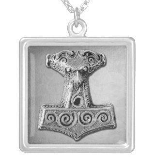 Mjölnir en la plata - collar de plata