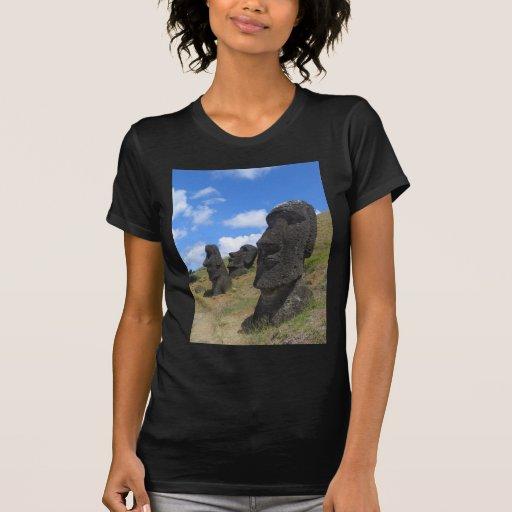 Moai en la isla de pascua camisetas