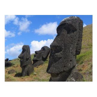 Moai en la isla de pascua postal