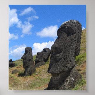 Moai en la isla de pascua póster