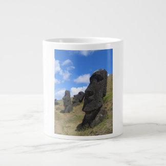 Moai en la isla de pascua taza grande
