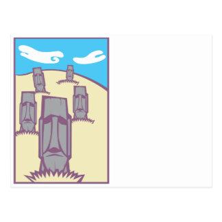 Moai en una colina tarjetas postales