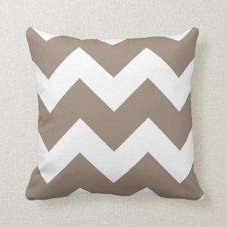 Moca Brown e impresión grande blanca de Chevron Cojín Decorativo