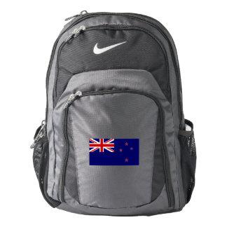 Mochila del funcionamiento de Nike, con la bandera