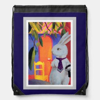 Mochila púrpura - conejo blanco en el café de