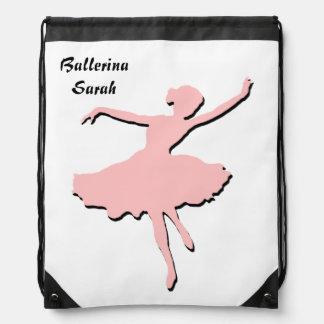 Mochila rosada y negra de la bailarina