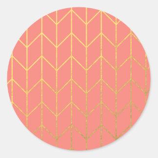 Moda moderna del fondo rosado coralino de Chevron Pegatina Redonda
