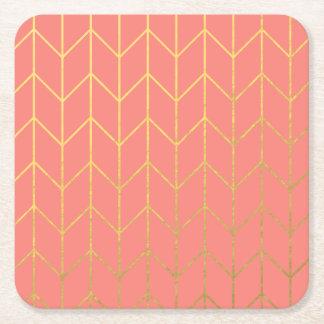 Moda moderna del fondo rosado coralino de Chevron Posavasos De Cartón Cuadrado