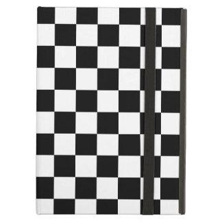 Modelo a cuadros blanco y negro