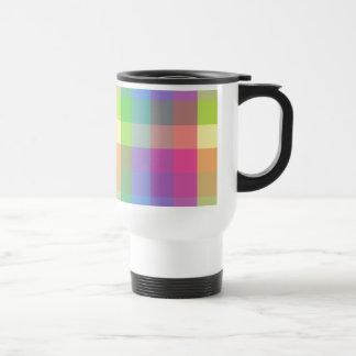 Modelo a cuadros del arco iris taza de viaje