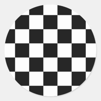 Modelo a cuadros negro y blanco pegatina redonda