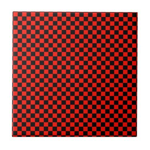 Modelo a cuadros rojo y negro teja