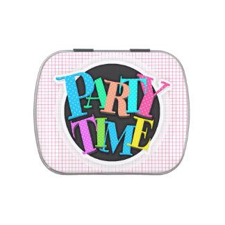 Modelo a cuadros rosa claro y blanco de la tela es latas de caramelos