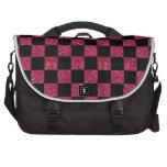 Modelo a cuadros rosado y negro del brillo bolsa para ordenador