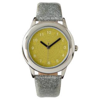 Modelo abstracto amarillo relojes