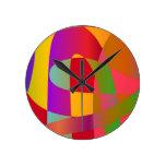 Modelo abstracto con la serpentina elegante brilla relojes