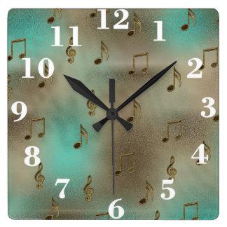 Modelo abstracto de las notas musicales del oro y  relojes de pared