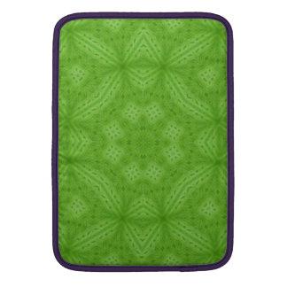Modelo abstracto de madera verde fundas para macbook air