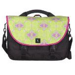 Modelo abstracto del rosa y del verde bolsas para portatil