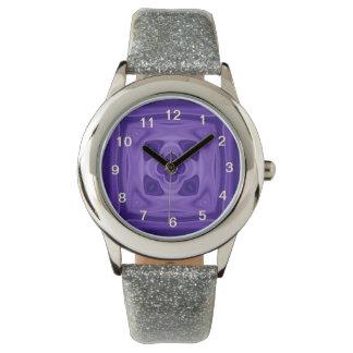 Modelo abstracto púrpura reloj de mano