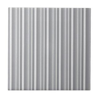 Modelo adaptable gris del boda de las rayas vertic azulejo cuadrado pequeño