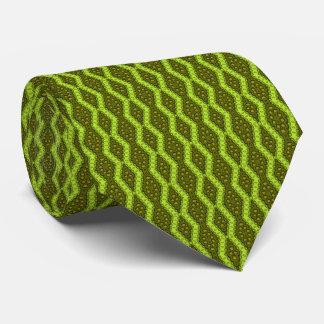Modelo adornado en cal y acentos verdes olivas de corbatas personalizadas